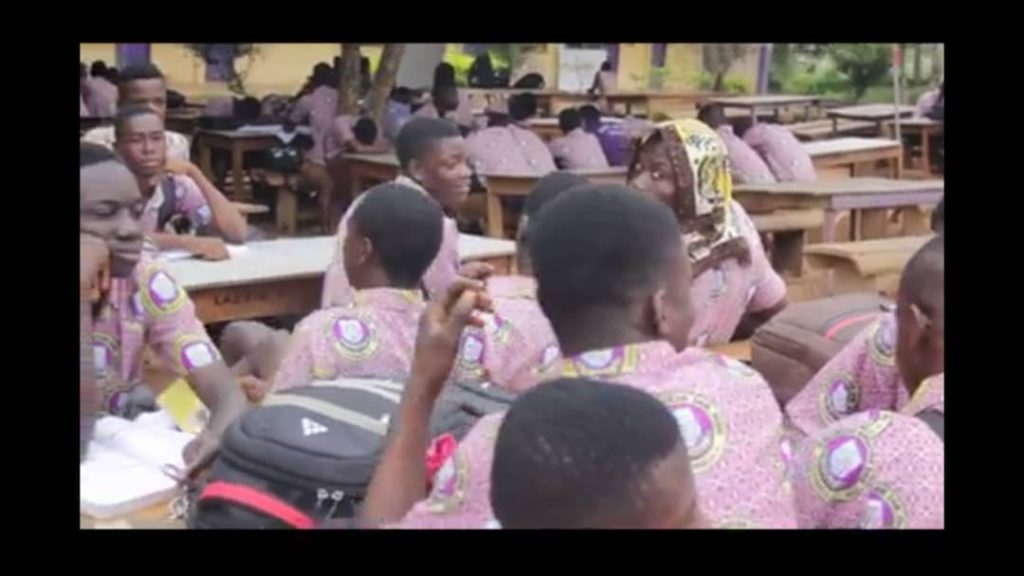 E/R: Kwabeng SHTS students dine, study under trees and canopies 2