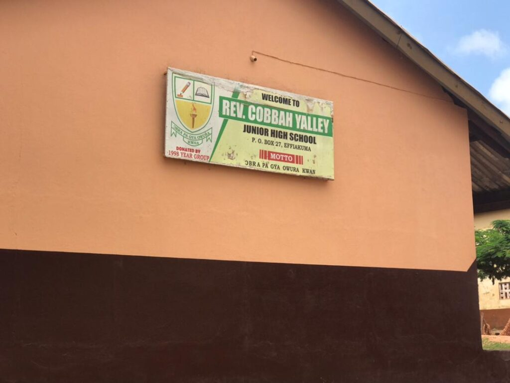 W/R: Two JHS pupils arrested for assaulting headmistress. 49